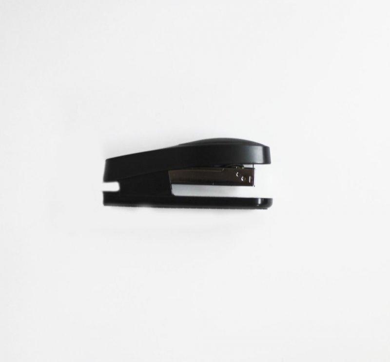 Степлер №24/6 KW-trio Trio Half-strip Люкс 20л пластиковый корпус резиновая вставка ассорти