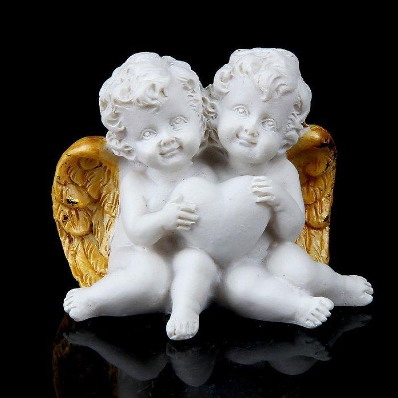 Сувенир 2 белоснежных ангелочка с позолоченными крыльями
